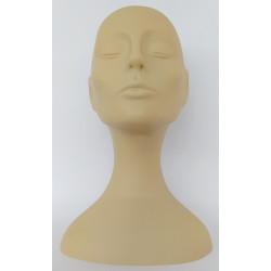 inma-de-la-guardia-cabeza-maniqui-practica-maquillaje-indiaka-beauty-frente-luz